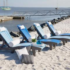 Four SeaAira Lounge Chair on the beach