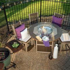 Summerside Round Fire Table with Keystone Counter Height Chairs with Arms